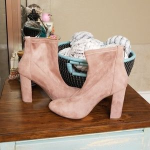 Shoes - Adorable suede booties